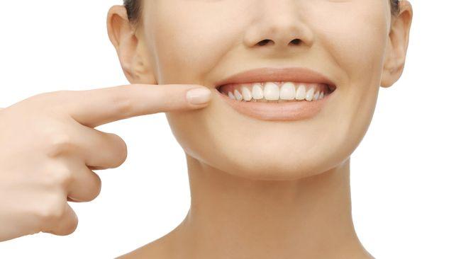 Mencabut gigi memiliki risiko buruk bagi tubuh dari segi menurunnya fungsi pengunyahan dan fungsi fonetik mulut juga estetika.
