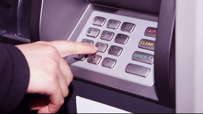 Kini, layanan perbankan jadi semakin mudah. Simak cara mengambil uang di ATM tanpa kartu di berbagai bank berikut ini.
