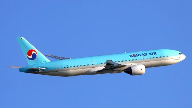 Pejabat Korean Air berang kacang untuk penumpang disajikan di bungkusnya. Dia lantas memerintahkan pesawat kembali ke bandara di New York, Amerika Serikat.