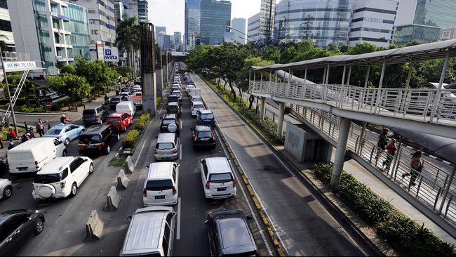 Polda Metro Jaya mengimbau pengguna jalan untuk melintasi beberapa jalur alternatif yang disediakan di sekitar empat jalan protokol tersebut.