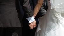 Pasangan Dokter dan Perawat Inggris Menikah 'Darurat' di RS