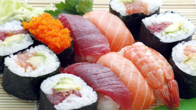 Warga Jepang punya cara sendiri untuk menyantap sushi, yang mungkin selama ini tidak sesuai dengan kebiasaan.