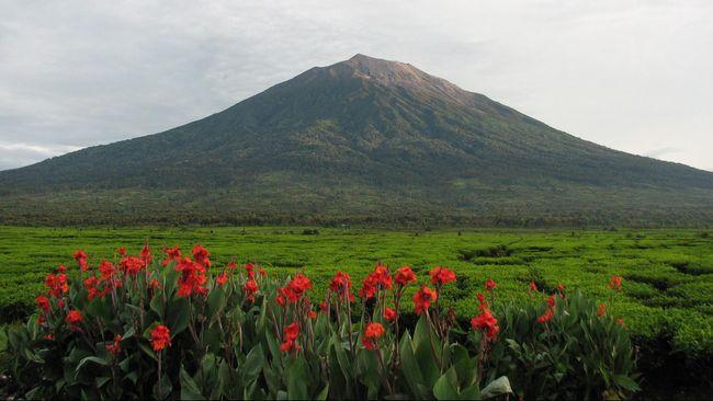 PVMBG menyebut kondisi gunung sekitar Jabodetabek tenang tak nampak ada aktivitas vulkanis saat terjadi dentuman misterius, Sabtu (11/4) dini hari.