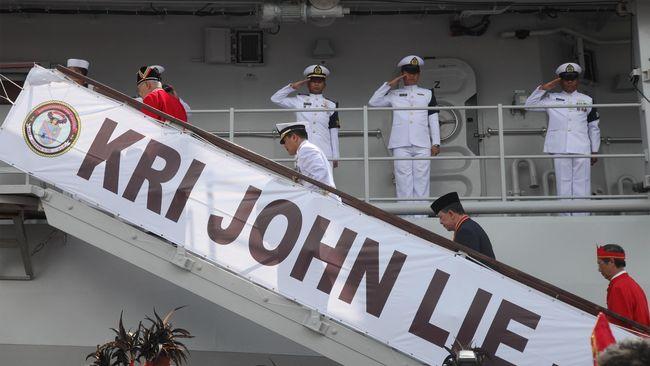 Nama KRI John Lie diambil dari seorang perwira tinggi TNI AL beretnis Tionghoa, Laksamana Muda TNI (Purn) John Lie Tjeng Tjoan.