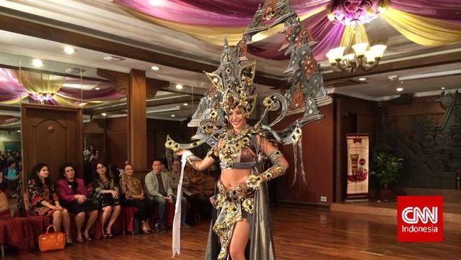 Keindahan dan kemegahan candi Budha terbesar di dunia, Borobudur, menjadi andalan kostum Puteri Indonesia di ajang Miss Universe 2014.