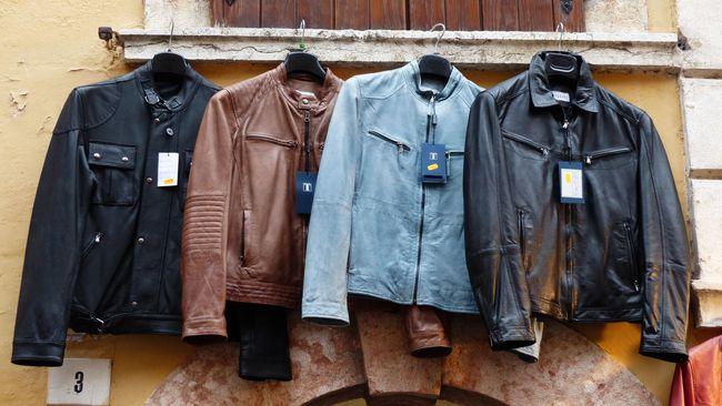 Dalam berbagai tren fesyen, jaket kulit tak akan pernah kehilangan pamornya. Bukan hanya untuk pria, kini jaket kulit juga populer digunakan oleh perempuan.