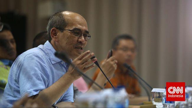 Faisal Basri menuding Menteri Perdagangan Enggartiasto Lukita mempermudah izin impor sehingga menyebabkan neraca perdagangan defisit.