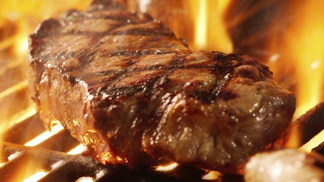 Steak medium hingga well-done dianggap lebih sehat untuk kesehatan karena terhindar dari kontaminasi bakteri jahat dalam daging.