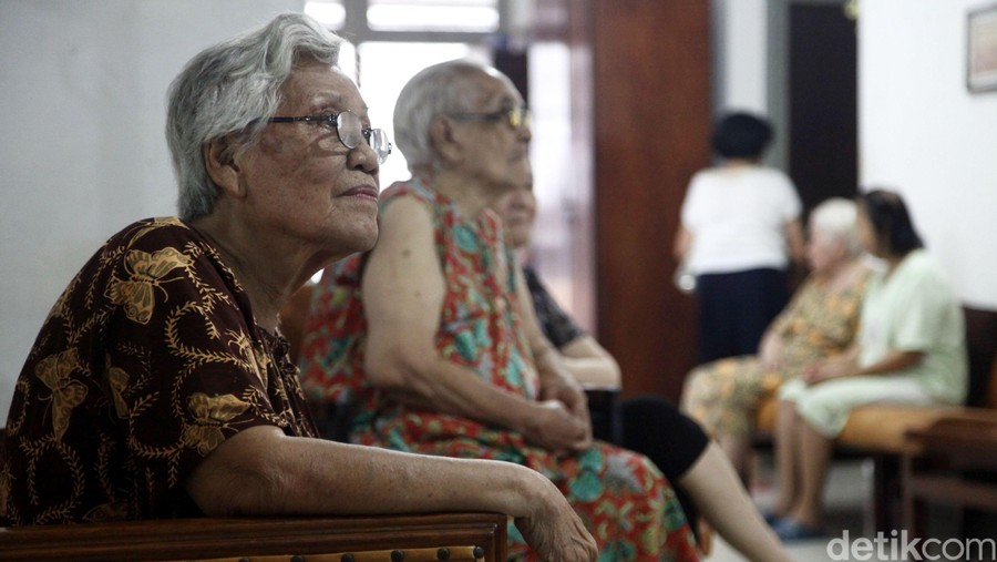 Kata Kakek dan Nenek Soal Pola Asuh untuk Cucunya