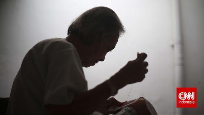 Pemerintah memberikan bantuan sosial Rp200 ribu per bulan kepada lansia. Bantuan yang digelontorkan dalam Program Keluarga Harapan diberikan melalui Kemensos.