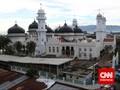 Warga Aceh Tetap Laksanakan Salat Jumat Berjamaah
