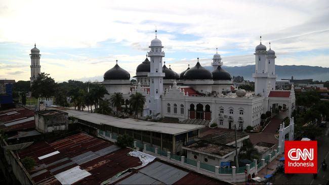 Untuk mencegah penyebaran virus corona, Pemerintah Aceh mengeluarkan maklumat bersama pemberlakukan jam malam dari pukul 20.30-05.30 WIB.