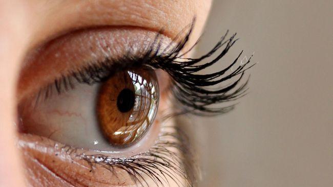 Sepanjang apa bulu mata Anda bisa tumbuh? Yang pasti tidak sepanjang seorang wanita China bernama You Jianxia.