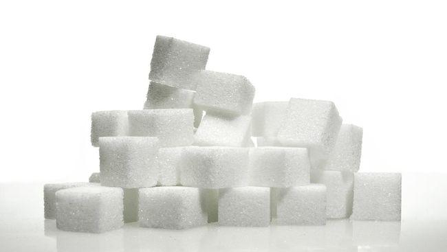 Pemerintah mengimpor 260 ribu ton gula mentah pada Maret ini demi menekan harga yang sudah mencapai Rp18 ribu per kg.