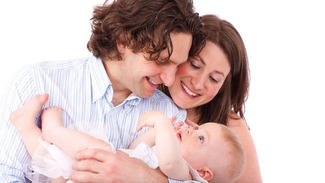 Penelitian oleh Departemen Ilmu Keluarga dan Konsumen IPB menemukan bahwa tingkat pendidikan ayah berhubungan dengan stres ibu dalam mengasuh anak.