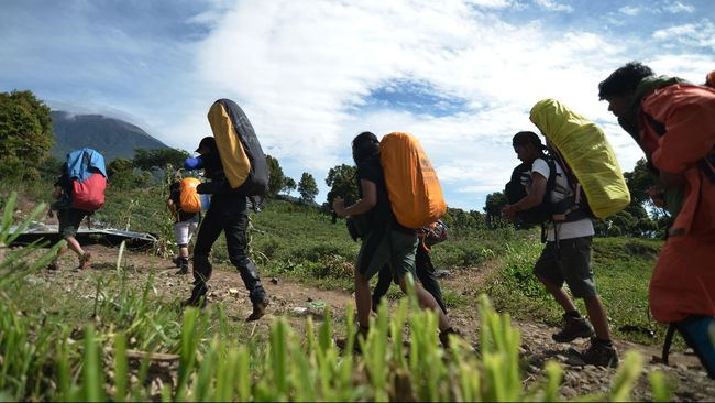 Muhammad Gibran Arrasyid (14), warga Kampung Citangtu, Garut, Jawa Barat, dilaporkan hilang saat mengikuti kegiatan pendakian di Gunung Guntur (2.249 mdpl).