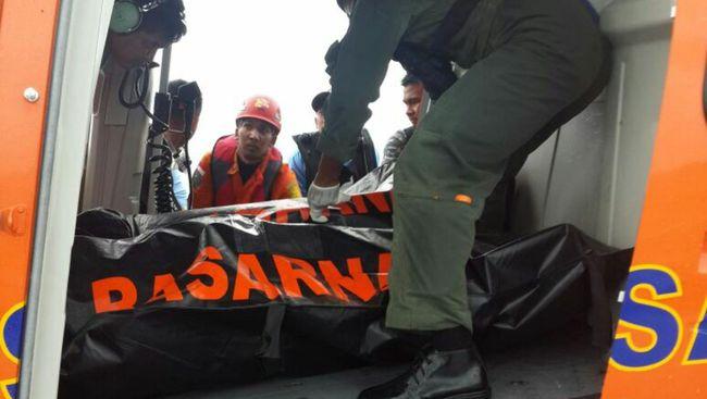 Sebanyak lima jenazah korban QZ8501 telah berada di KRI untuk sesegera mungkin dievakuasi ke Pangkalan Bun sebelum diterbangkan langsung ke Surabaya.