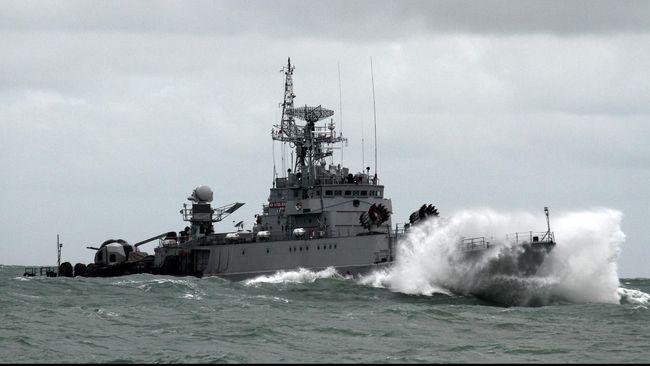 KRI Tjiptadi-381 ditabrak kapal berbendera Vietnam di perairana Natuna. Kapal itu menghalangi anggota TNI yang akan menangkap kapal pencuri ikan.