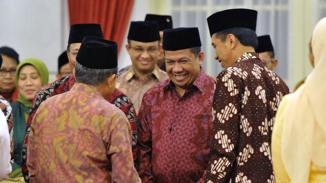 Jokowi menegaskan bintang penghargaan diberikan untuk tokoh berjasa. Ia juga mengaku berkawan baik dengan Fadli dan Fahri meski berseberangan secara politik.