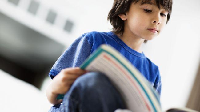 Buku Saatnya Aku Belajar Pacaran yang ditulis Toge Aprilianto menimbulkan kehebohan. Seharusnya orang tua memilihkan buku yang tepat bagi anaknya.