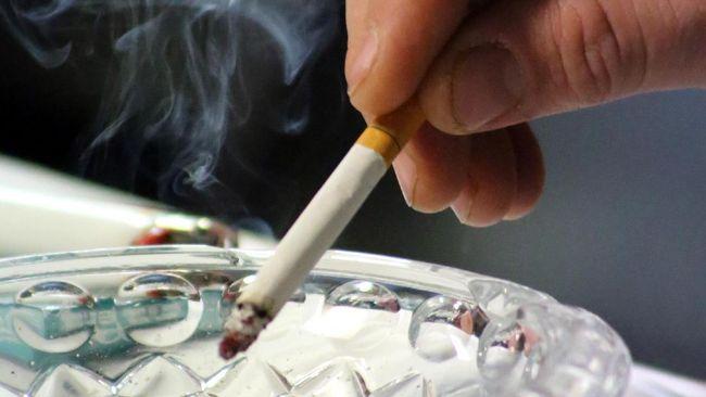 Berhenti merokok jadi salah satu cara mencegah infeksi virus corona. Sebab berhenti merokok bisa mengembalikan kesehatan paru-paru.