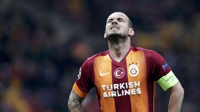 Pengumuman pensiun dari sepak bola yang dilakukan Wesley Sneijder membuat bingung agen sang pemain, Guido Albers.