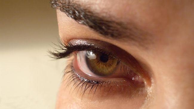 Para ahli dan berbagai penelitian telah menemukan bahwa lingkaran hitam di sekitar mata merupakan gejala adanya penyakit anemia, hati dan tanda dehidrasi.