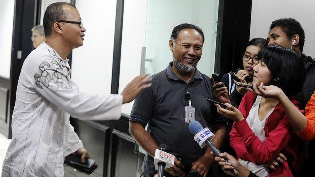 Pencabutan penghargaan anti korupsi itu dinilai harus dilakukan jika Presiden Joko Widodo resmi melantik Budi Gunawan.