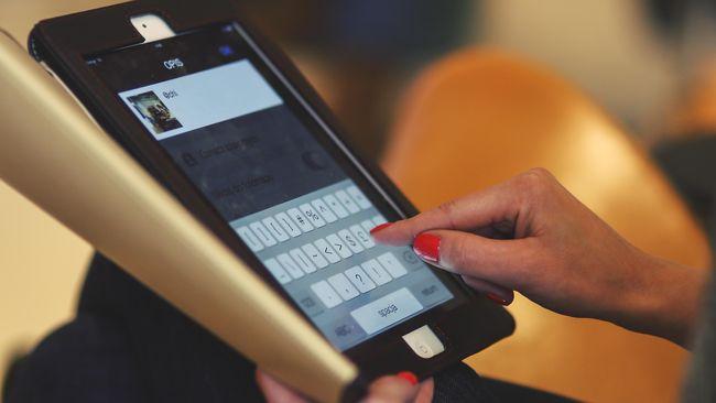 Ilustrasi pengguna tablet