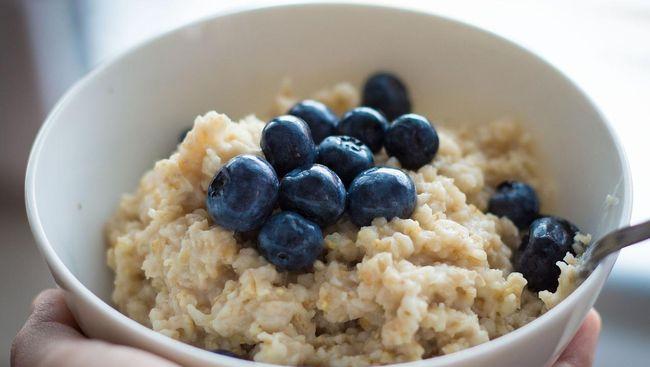 Selain menawarkan beragam nutrisi, oatmeal juga memiliki kandungan purin tinggi yang perlu diwaspadai oleh mereka yang berisiko terserang asam urat.