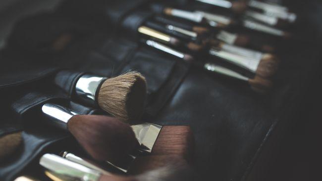 Ilustrasi kuas makeup