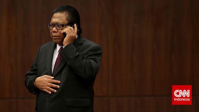 Wakil Ketua MPR itu mengaku selama ini ia menyimpan uang di luar negeri karena menilai tingkat keamanannya lebih tinggi dibandingkan di Indonesia.