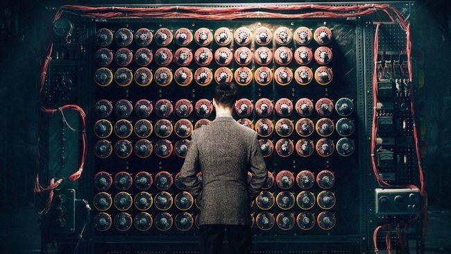 Alan Turing merupakan seorang ahli Matematika yang tergabung dalam misi militer super rahasia saat Perang Dunia II. Ia kunci kemenangan serdadu Inggris.