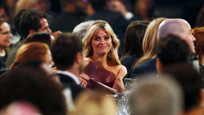 Reese Witherspoon mengakui dirinya amat terpukau dengan sosok Kate Middleton dan kala bertemu dengannya pertama kali, ia bertingkah norak seharian.