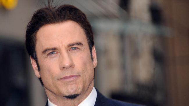 Kemarin lusa botak, hari ini John Travolta berambut lebat. Kira-kira trik apa yang dilakukan sang aktor untuk menumbuhkan rambut secara instan?
