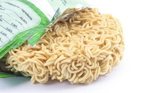 Barangkali Anda tidak menganggap mi instan sebagai makanan yang sehat, tapi bisa jadi Anda berpikir mi instan bukan makanan yang buruk.