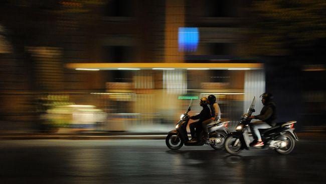 Motor merupakan salah satu alat transportasi yang paling banyak diminati masyarakat. Sebagai penumpang, harus memerhatikan pula keselamatan.