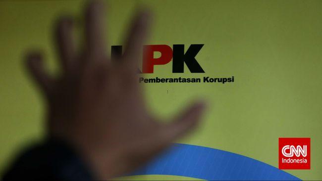 Tiga staf Rutan KPK terbukti menemui terpidana korupsi di Lapas Tangerang, ketiganya hanya diberikan teguran tertulis oleh Dewas KPK.