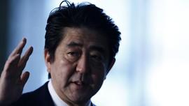 PM Abe Desak Perusahaan Jepang Naikkan Gaji Karyawan