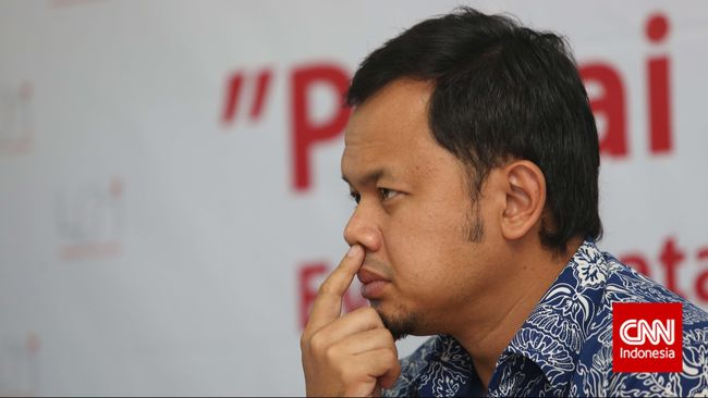 Netizen kritik Bima Arya yang mengumumkan kebijakan ganjil genap di Bogor di atas pikup yang bergerak pelan.
