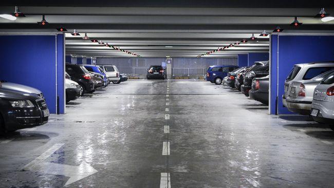 Agar tidak mudah haus, pemilik kendaraan cukup mengangkat karet wiper sehingga tidak bersentuhan langsung dengan kaca mobil yang panas.