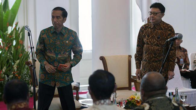 Presiden Jokowi memerintahkan MenPAN RB Tjahjo Kumolo untuk mensurvei para PNS yang bersedia pindah dan tidak ke ibu kota negara baru.