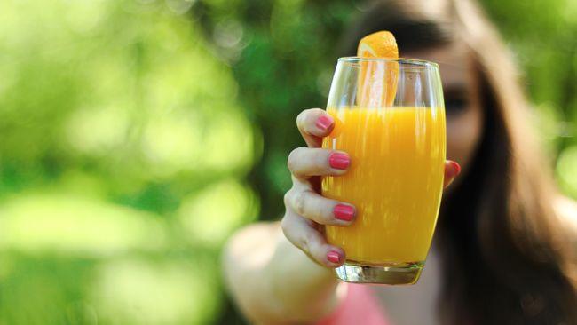 Sebagian orang rutin minum jus setiap hari untuk kesehatan. Namun di balik itu, ada beberapa efek samping terhadap tubuh. Apa saja?