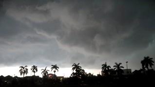 BMKG Peringatkan Cuaca Ekstrem di Jabodetabek 24-27 Februari