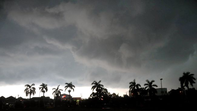 BMKG menyatakan cuaca ekstrem berupa angin kencang di Depok terjadi akibat pembentukan awan yang sangat cepat dan intensif.