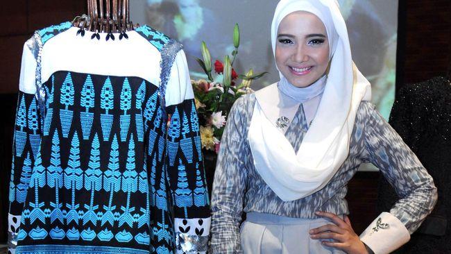 Berbagai tawaran dari stasiun televisi ditolak mentah-mentah oleh Zaskia Sungkar. Ia lebih memilih untuk mengikuti New York Couture Fashion Week.