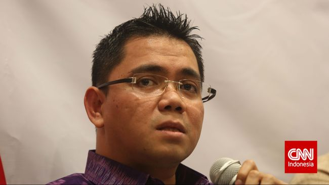Himpunan Mahasiswa Pascasarjana Ilmu Lingkungan UI menuntut permohonan maaf Arteria Dahlan yang menyebut Emil Salim sesat, atau meminta PDIP segera lakukan PAW.