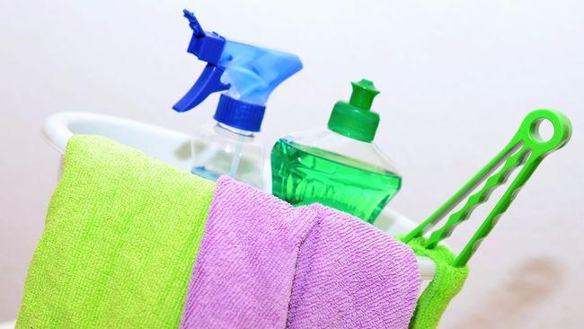 Saat yang terjadi terasa di luar kendali, banyak orang beralih ke ritual tertentu seperti bersih-bersih, untuk menenangkan diri.