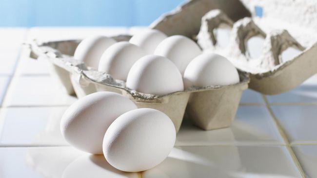 Telur ayam kampung kerap digaungkan memiliki nutrisi lebih unggul dari telur ayam negeri. Benarkah demikian? Berikut penjelasan ahli gizi.