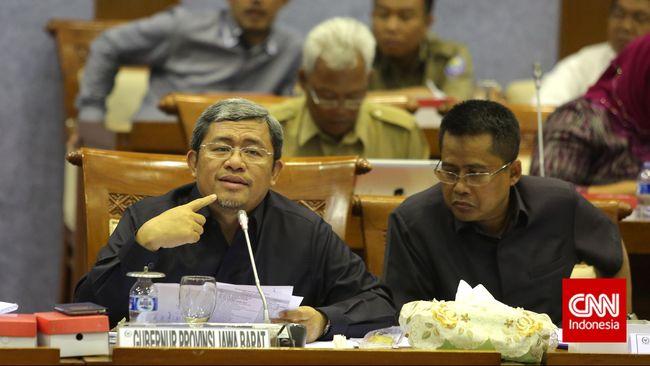Gubernur Aher menyatakan pembubaran kebaktian natal di Sabuaga oleh organisasi masyarakat sebagai perkara kecil yang tidak mengganggu.